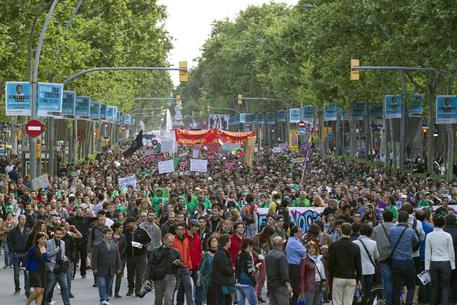La Spagna ricorda le proteste degli indignados 10 anni dopo thumbnail