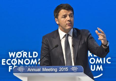 Renzi a Davos, per politica momento del 'carpe diem' © AP