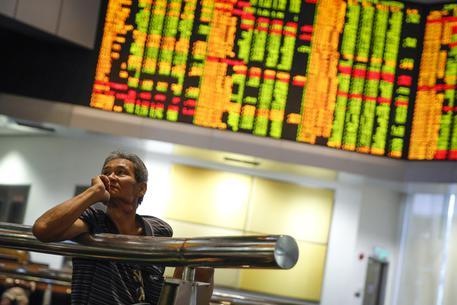 Cina, governo compra azioni in Borsa per frenare cali © AP