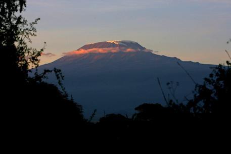 Bambino indiano di 7 anni raggiunge la vetta del Kilimanjaro