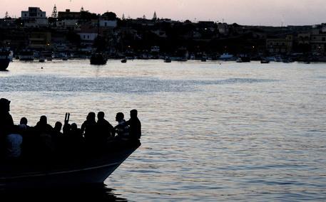 Ong, gommone migranti disperso ha raggiunto la Tunisia thumbnail