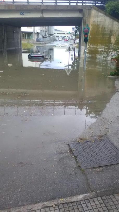 Bomba Acqua Su Ancona Traffico In Tilt Cronaca Ansa It