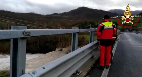 Motociclista caduto in fiume nel Mugello, disperso ©