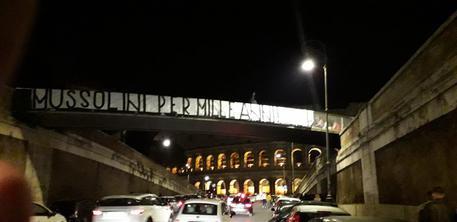 'Mussolini per mille anni', striscione Forza Nuova a Roma © ANSA