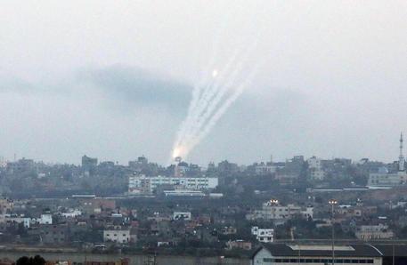 Israele: esercito, tre razzi lanciati da Gaza thumbnail