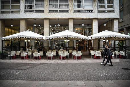 Il centro di Milano praticamente deserto © ANSA