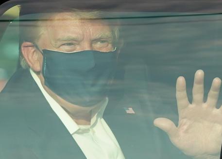 Trump in auto (Photo by ALEX EDELMAN / AFP) © AFP