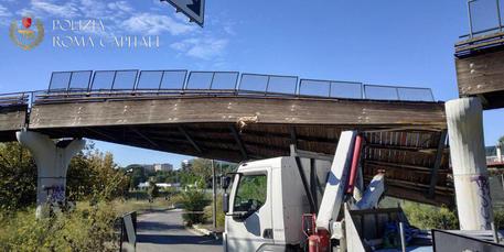 Ponte crollato a Roma in zona Eur © ANSA