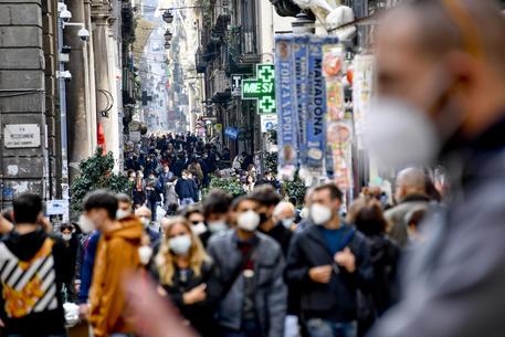 Napoli: centro gremito © ANSA