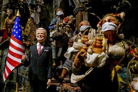 La statuina di Joe Biden © ANSA