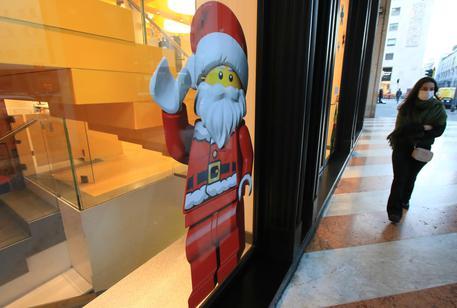 Vetrine a tema Natalizio e sconti particolari per incentivare lo shopping in tempo di lockdown,  Milano 17 novembre 2020. Ansa/ Paolo Salmoirago © ANSA