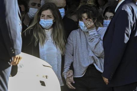 Le figlie di Maradona Dalma e Giannina al funerale (foto AFP Juan Mabromata) © Ansa