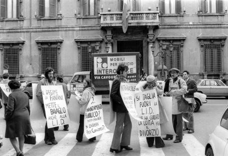 Una manifestazione per il divorzio in una foto d'archivio del 28 marzo 1974 © ANSA