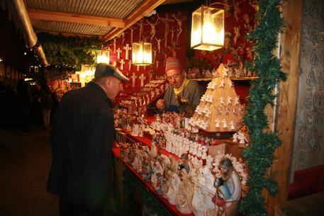 Un mercatino di Natale in una foto d'archivio © ANSA