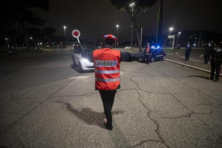 Controlli dei carabinieri in una immagine di archivio © ANSA