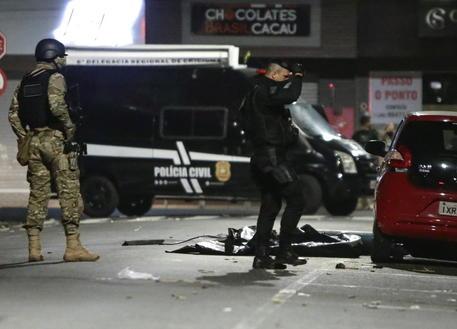 Brasile:assalta asilo con machete, morti 2 bimbi e maestra thumbnail