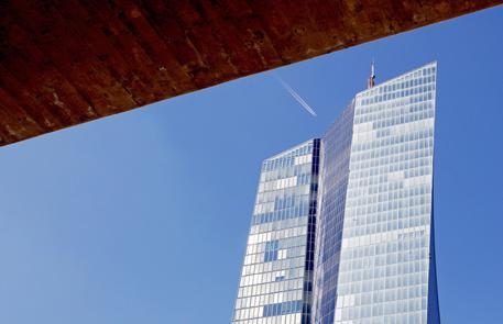 Bce: lascia tassi invariati, tasso depositi a -0,50% thumbnail