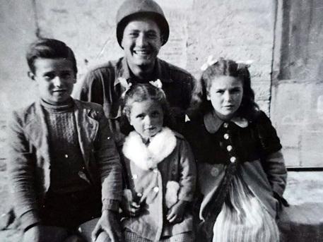 Il soldato Adler ritrova i 'suoi' bambini, 76 anni dopo