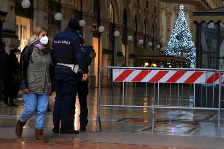 Controlli della Polizia di Stato e della Polizia Locale a Milano © ANSA