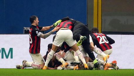 In pieno recupero il Milan con Theo Hernandez trova un successo batticuore sulla Lazio per 3-2 © ANSA