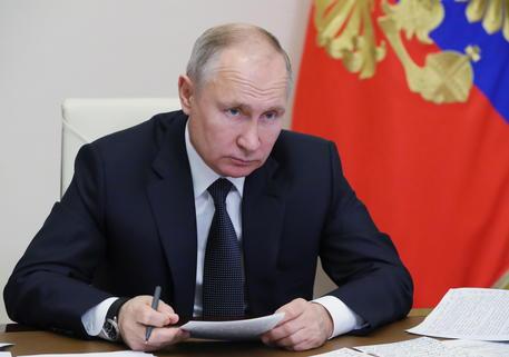 Mosca annuncia fine esercitazioni a confine con Ucraina thumbnail
