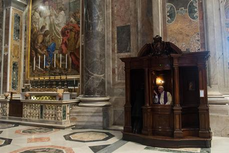 Soli e stressati, a rischio la psiche dei sacerdoti italiani