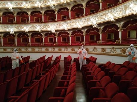 Covid 11 Positivi In Petruzzelli Bari Teatro Chiuso Puglia Ansa It