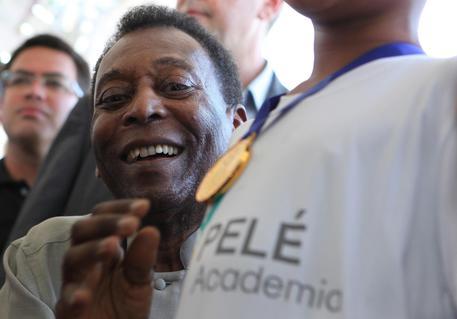 Brasile; morto fratello Pelé, aveva 77 anni