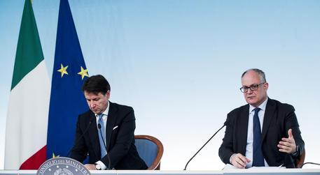 Giuseppe Conte e Roberto Gualtieri, archivio © ANSA