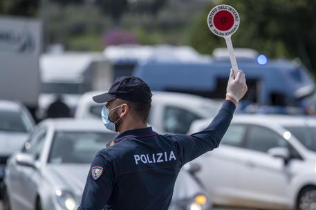 Coronavirus: positivo va in autostrada, 24enne denunciato - Piemonte -  ANSA.it