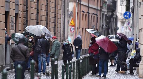 Code al Monte dei Pegni a Torino © ANSA