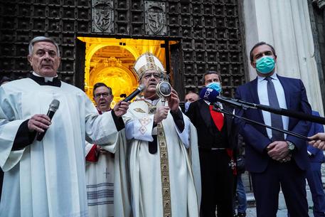 Si ripete il miracolo di San Gennaro in un Duomo vuoto
