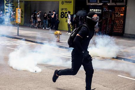 Hong Kong: lacrimogeni polizia contro dimostranti © AFP