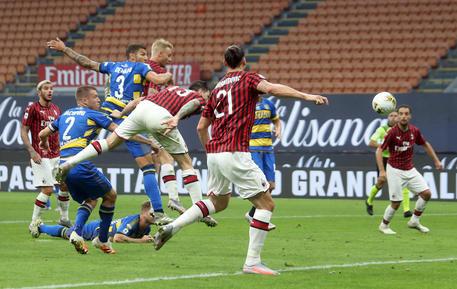 Milan-Parma 2-1: al 14' st Romagnoli firma il sorpasso mettendo in rete di testa su un traversone centrale dalla tre quarti campo © ANSA