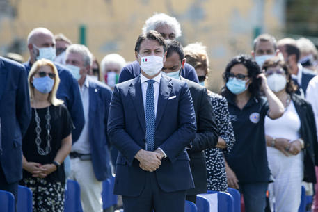 Il premier Conte durante la messa commemorativa ad Amatrice per le vittime del terremoto nel Centro Italia © ANSA