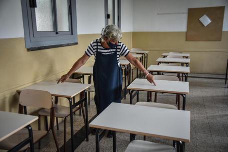 I preparativi per l'anno scolastico al Liceo  Scientifico Bottoni di Milano © ANSA