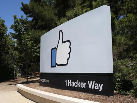 Facebook: con AI fornirà i riassunti delle notizie