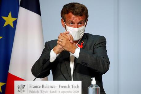 French President Emmanuel Macron meets French tech start-ups in Paris © EPA