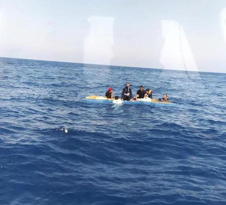 Migranti: affonda barchino in Sardegna, un disperso © ANSA