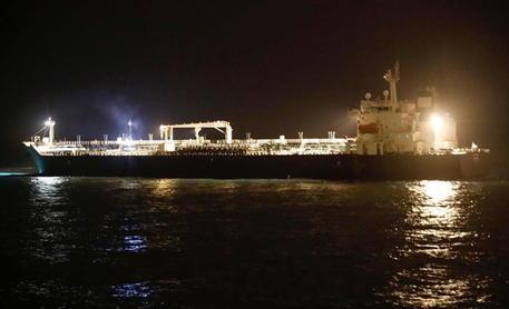 Ong, tre morti in attacco a petroliera iraniana thumbnail
