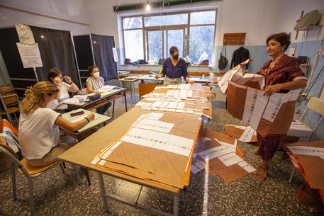 Elezioni: in Puglia maggiore affluenza per referendum © ANSA