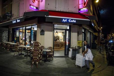 Parigi, stretta sui locali © EPA