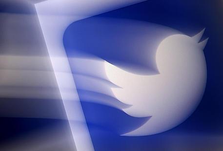 Covid: post critici rimossi da Twitter, rabbia in India thumbnail