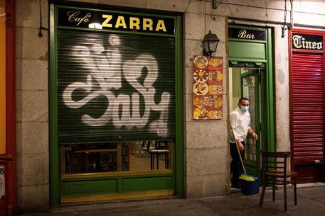 Covid: la Spagna torna in situazione di 'rischio medio' thumbnail