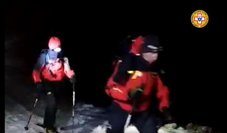Soccorso Alpino e Speleologico, ricerche dispersi sul Velino, screenshot da video CNSAS © ANSA