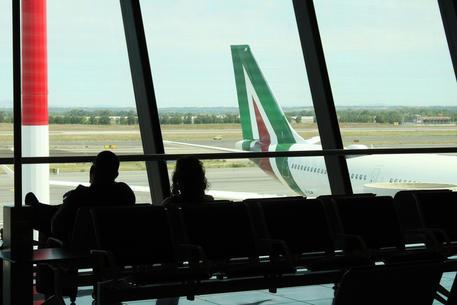 Un aereo Alitalia all'aeroporto di Fiumicino © ANSA
