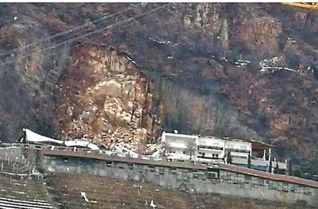 Frana distrugge l'albergo Eberle a Bolzano, tragedia sfiorata: era chiuso per Covid