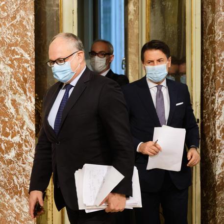 Il premier Conte e il ministro Gualtieri in una immagine di archivio © ANSA