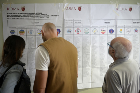"""""""Votate dopo"""", in alcuni seggi Roma è caos schede - Lazio"""