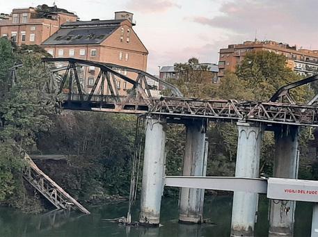 Incendio Roma: blackout in quartieri, al lavoro P. Civile - Lazio